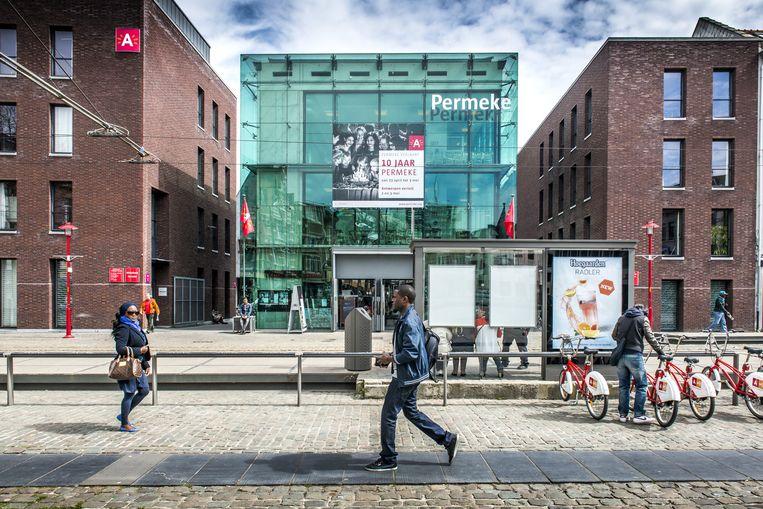 Bibliotheek Permeke in Antwerpen. 'In de literatuur ontdekte ik dat de maatschappij kan bevrijden en verstikken', stelt Benali. Beeld SD