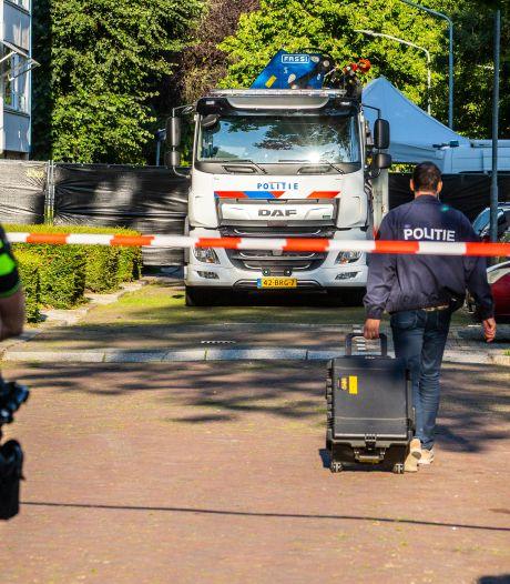 Lichaam in koffers gevonden, man (25) verdacht van moord: 'De maden kropen uit de koffer'