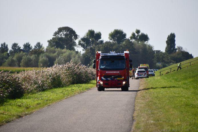 Het ongeluk gebeurde op de weg onderlangs de dijk