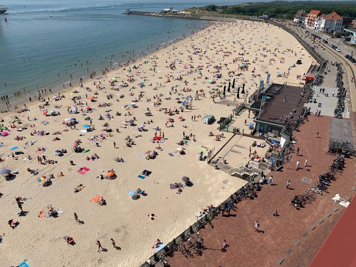 Zo druk als vorig jaar mei zal het tijdens de paasdagen- gezien de weersverwachting - niet snel worden op het strand in Vlissingen.