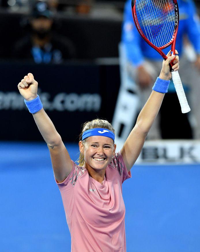 Marie Bouzkova viert haar overwinning.