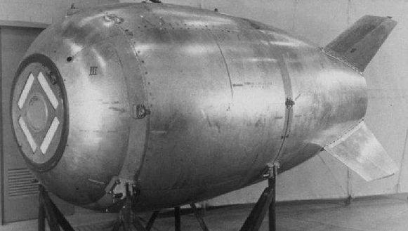 Het gaat hoogstwaarschijnlijk om een Mark IV-bom die op de bodem van de zee rust.
