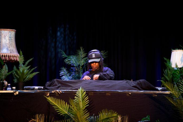 De Eindhovense DJ Nas (Nasir Omar) van Deep Under was een van de 10 artiesten die de muziek verzorgde.