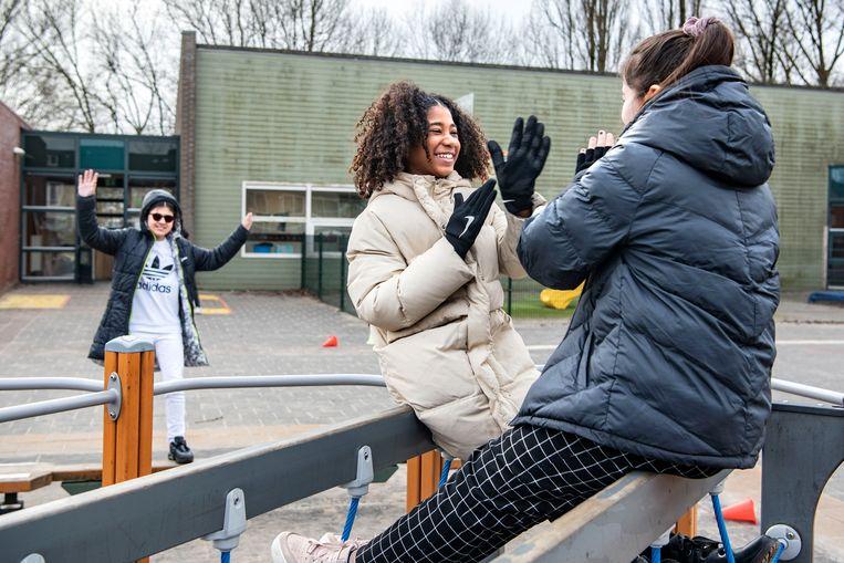 Kinderen van groep 8 van een school in Zaandam. Beeld Guus Dubbelman/ de Volkskrant