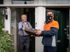 Tranen bij Mirac: 'Pakketbezorger van het jaar' moet afscheid nemen van zijn geliefde Wageningse seniorenflats