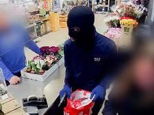 Politie krijgt tientallen tips over Vlaardingse supermarktovervallen