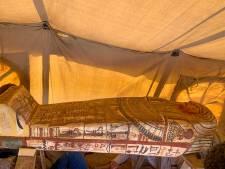 Quatorze nouveaux sarcophages découverts à Saqqara en Égypte
