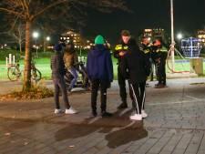 Politie schrijft zes boetes uit en houdt negentig jongeren staande in Hendrik-Ido-Ambacht