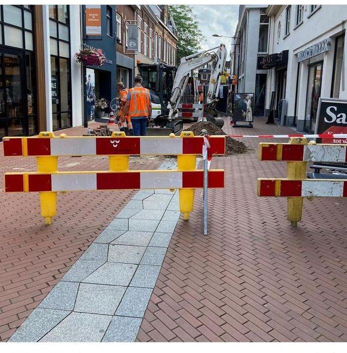 De Arendstraat is donderdag urenlang afgesloten voor publiek vanwege een gaslek. Ook de winkels moesten dicht.
