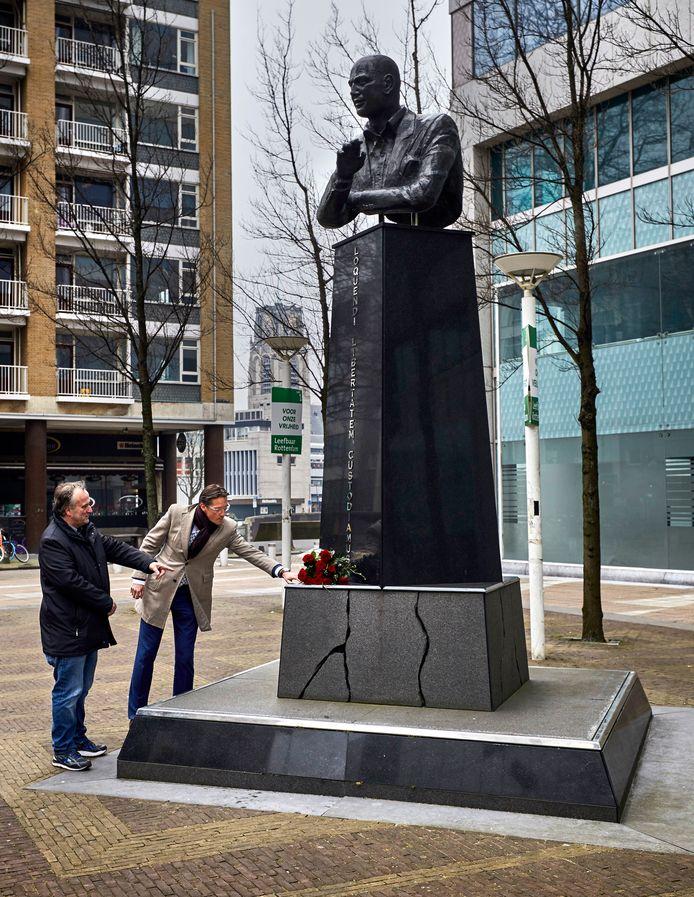 Joost Eerdmans legt op 19 februari dit jaar bloemen bij het beeld van Pim Fortuyn, hij zou die dat 70 zijn geworden. Op 6 mei wordt hier de moord op de politicus herdacht.