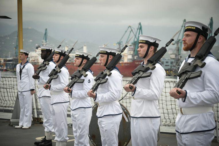 Onberispelijk staat de Britse marine gereed voor Navo-oefening Sea Breeze in Batumi, de haven aan de Zwarte Zee van Georgië. Beeld AFP