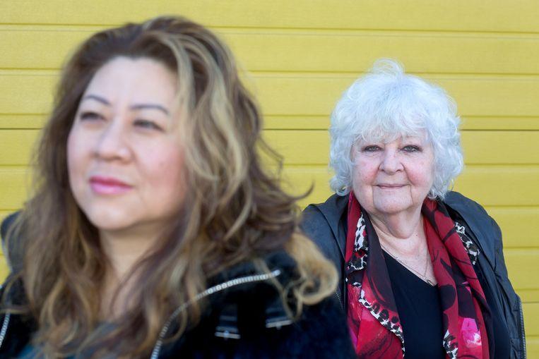 Eva Yoo Ri Brussaard (l) en Anja Meulenbelt (r) hebben een boek geschreven over alleenstaande moeders.  Beeld Maartje Geels