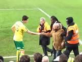 Speler Norwich geeft hooligan pakje sigaretten terug