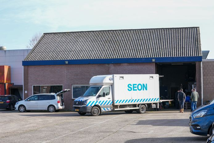 Politie onderzoekt diverse panden in Oss vanwege strafrechtelijk onderzoek.