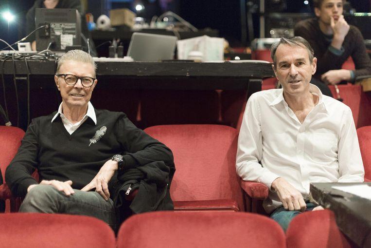 David Bowie en Ivo Van Hove in 2015: 'Hij was niet echt een grote vriend, maar die samenwerking voor 'Lazarus' was fantastisch.' Beeld Jan versweyveld