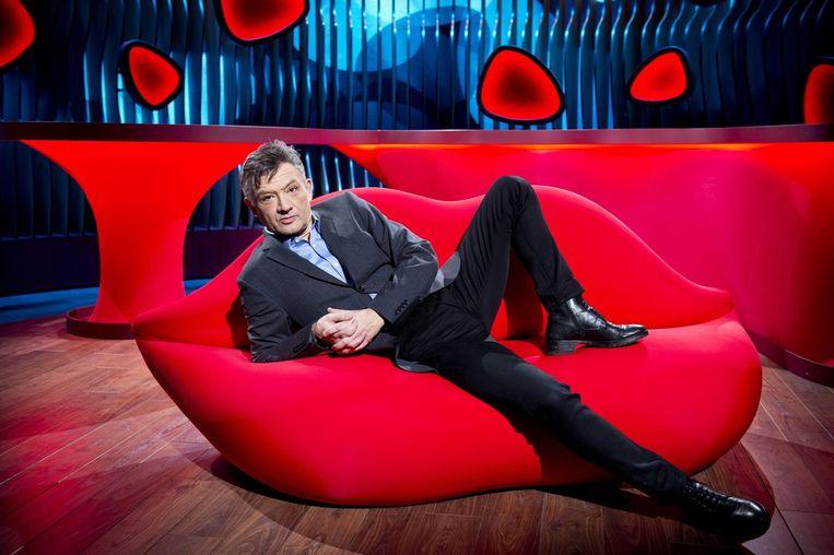 Bart Peeters presenteert 'Mag ik u kussen?'. Beeld VRT - Lies Willaert