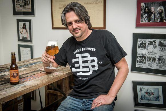 Bram met zijn eerste biertje, de Roeselaarse Tripel.