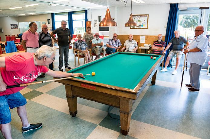 De toekomst van de activiteitenzaal in seniorenwooncomplex Willem van Hoornhof houdt de gemoederen bezig.