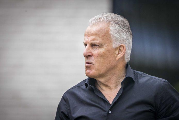 Peter R. de Vries haalt hard uit naar de overheid, die Arie den Dekker in zijn ogen juist had moeten beschermen.