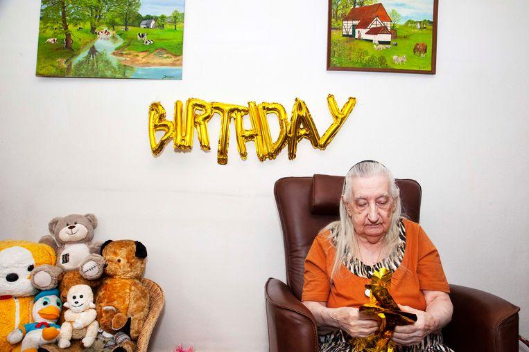 De verjaardag van Lucretia, die 90 is geworden. Beeld Martijn van de Griendt