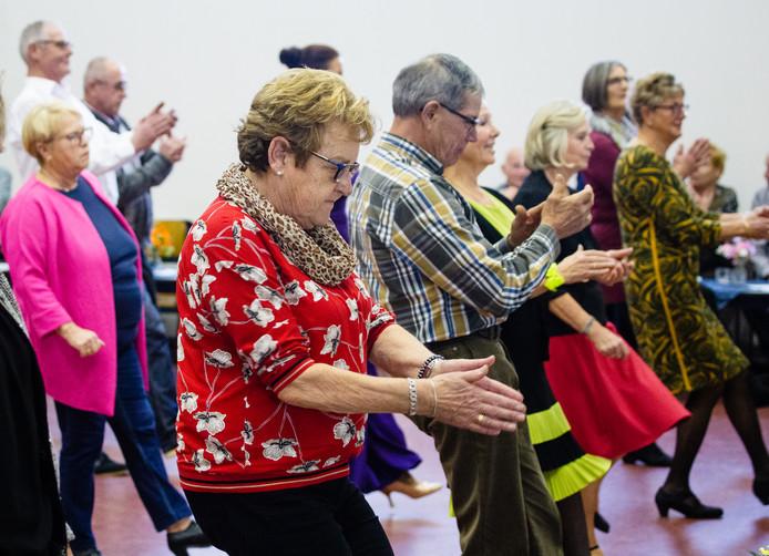 Dansen op de dinsdagmiddag. Het is voor veel ouderen een geliefd en gezellig uitje.