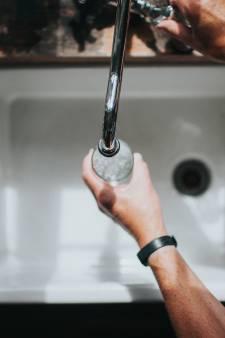 """Les plus de 55 ans souffrent davantage de la """"honte de l'eau du robinet"""""""