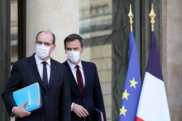 Le Premier ministre, Jean Castex, et Olivier Véran, ministre de la Santé à la sortie du conseil des ministres, au palais de l'Élysée à Paris, France, le 3 mars 2021