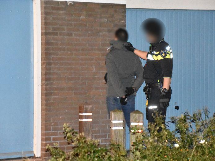 De politie startte een klopjacht en meldt dat er in Waddinxveen aan de Wingerd twee personen zijn aangehouden die mogelijk iets met de overval te maken hebben.