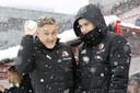 Jens Toornstra (links) en Kevin Diks gooien sneeuwballen in de Galgenwaard.