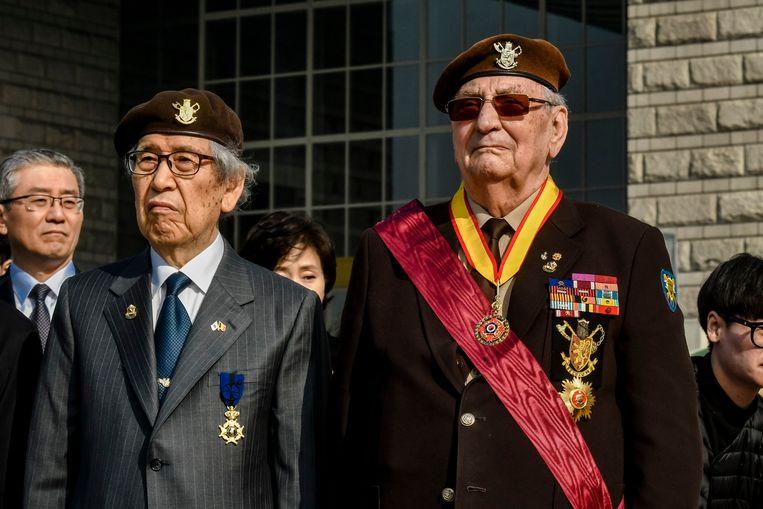 Raymond Behr bij de kransneerlegging bij the War Memorial of Korea.