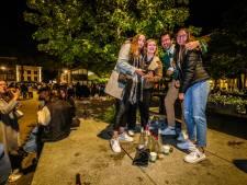 IN BEELD. Brugse jeugd uitzinnig van vreugde bij heropening terrassen (ook na sluitingstijd)