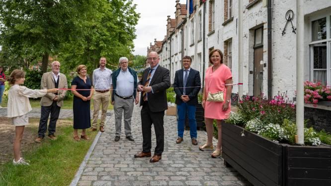 """Gerestaureerd Sint-Alexiusbegijnhof officieel geopend: """"Weer groene parel in centrum van de stad"""""""