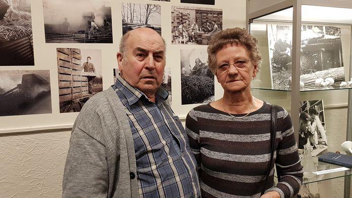 Marius en Jaan Piels bij hun eigen foto's