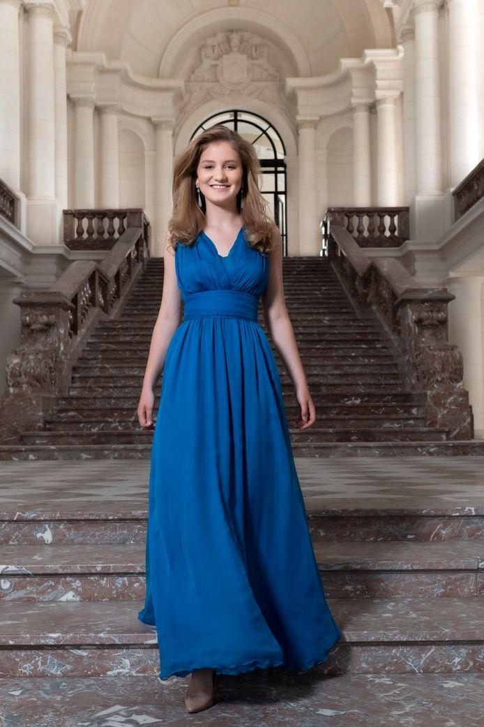 Prinses Elisabeth poseert voor haar 18e verjaardag.