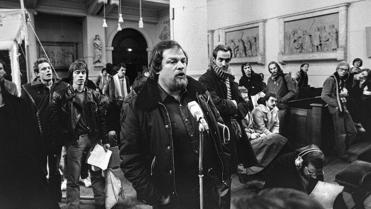 Wethouder Schaefer in 1980 in de Mozes en Aaronkerk. Biograaf Louis Hoeks: 'Asscher en Dijsselbloem hebben niet de volkse aantrekkingskracht van Schaefer. In een debat met Wilders zou hij het erg goed doen' Beeld Hollandse Hoogte