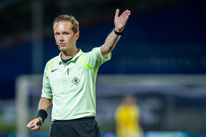 Ingmar Oostrom is vrijdagavond de scheidsrechter bij Jong AZ-Go Ahead Eagles.