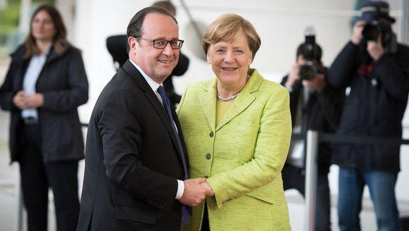 De Franse president Hollande en zijn Duitse collega, bondskanselier Angela Merkel voor hun afscheidsdiner.