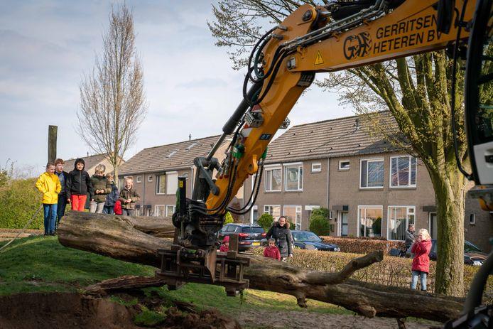 De speeltuin aan de Narcissenstraat in Heteren wordt weer een traditioneel, kleurrijk speelparadijs
