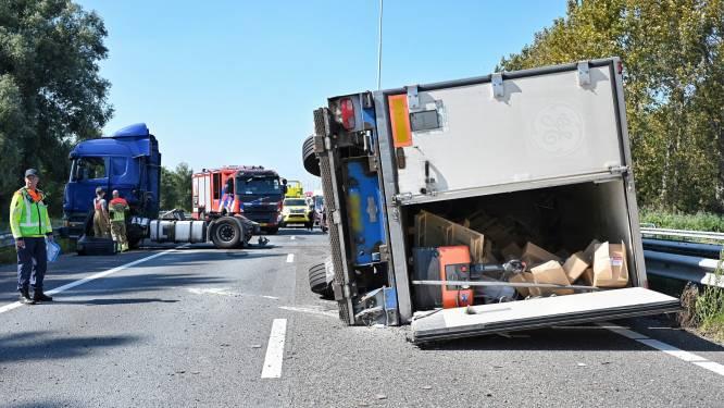A58 blijft uren dicht: gekantelde vrachtwagen sluit snelweg volledig af bij Oirschot
