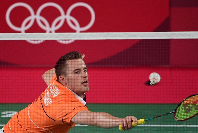 Netherlands' Mark Caljouw hits a shot to Guatemala's Kevin Cordon in their men's singles badminton round of 16 match during the Tokyo 2020 Olympic Games at the Musashino Forest Sports Plaza in Tokyo on July 29, 2021. (Photo by Pedro PARDO / AFP)