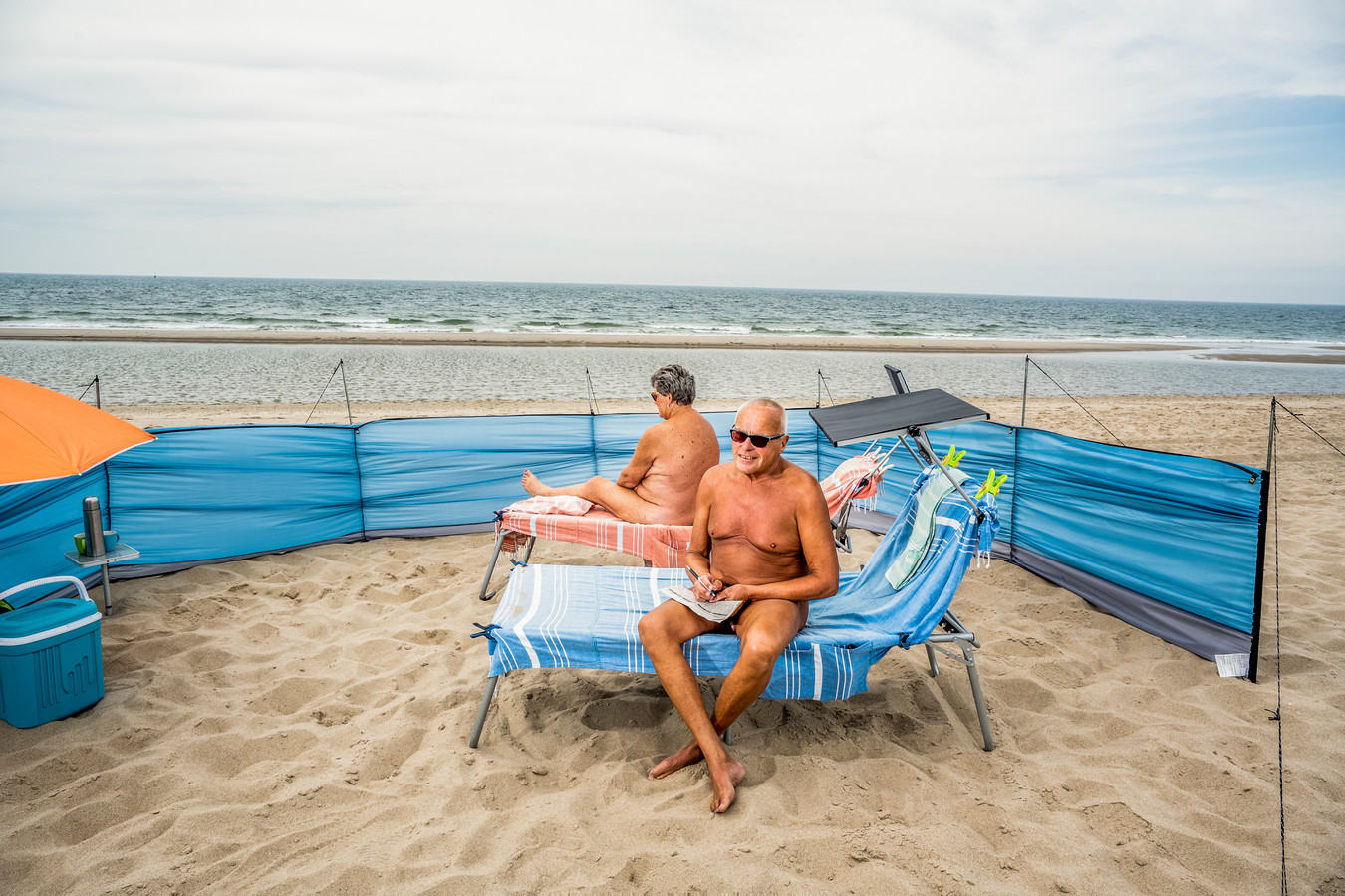 Jo (67) en Ria (63) Vermeulen op het Maasvlaktestrand.
