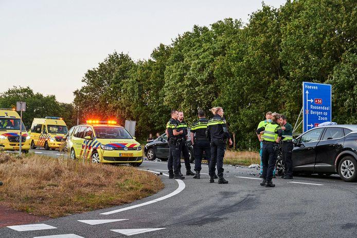 Negen mensen zijn donderdagavond rond 19.10 uur gewond geraakt bij een ongeluk met vier auto's op de Roosendaalseweg in Sint Willebrord.