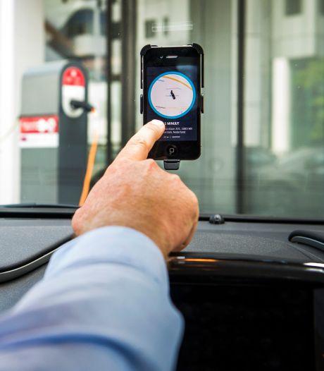Nijmeegse chauffeurs vallen Uber-taxi aan: 'Rij maar heel snel door, jij bent hier niet welkom!'