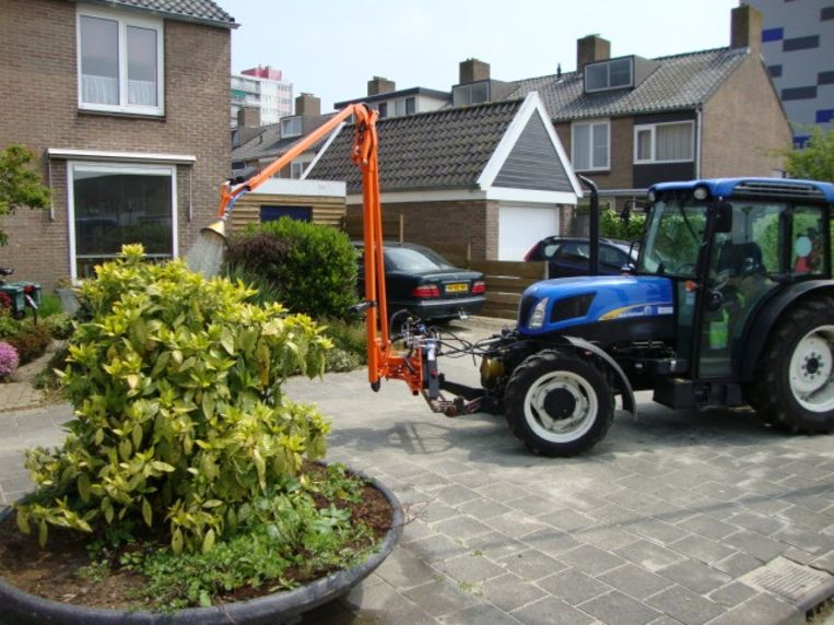 De Nederlandse gemeente Vlissingen gebruikt een vergelijkbare tractor.