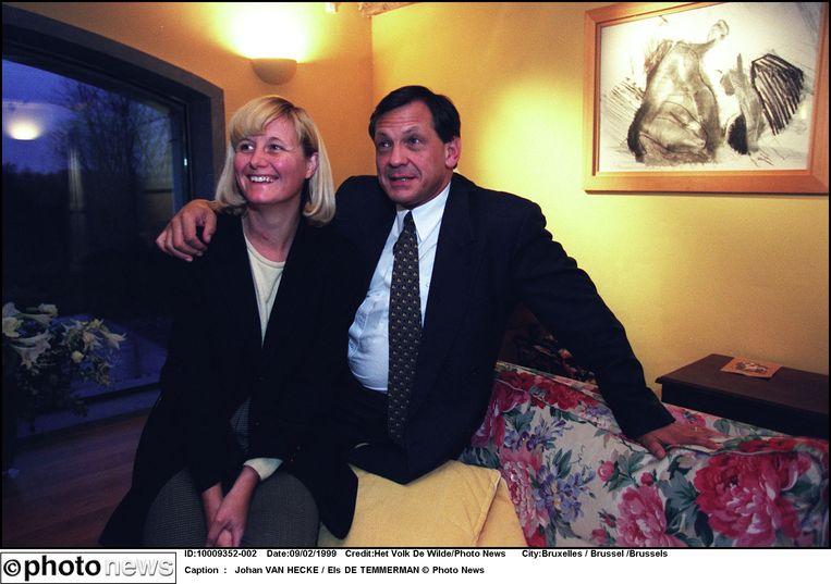 Journaliste Els De Temmerman en voormalig CVP-voorzitter Johan Van Hecke in 1999. Beeld Photo News