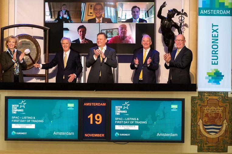 Met een slag op de gong van Euronext doet Dutch Star Companies Two eind 2020 zijn intrede aan het Damrak in Amsterdam. Beeld ANP