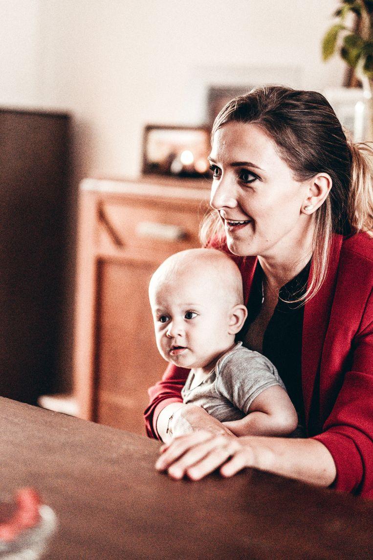 Alicja met haar jongste zoon Tadeusz. Beeld Thomas Sweertvaegher