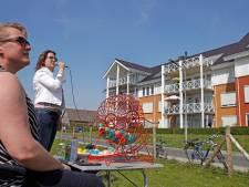 Wie heeft nummertje 56? Inwoners appartementencomplex in Herkingen spelen balkonbingo