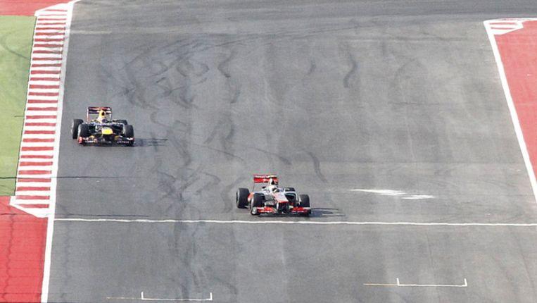 Hamilton klopt Vettel op de meet. Beeld reuters