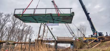 Na een halve eeuw verval wordt Brug Jannezand gerestaureerd: 'De hele constructie stond op scherp'